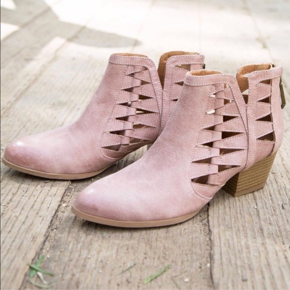 9be238f6bf59 LAST 1🌸 blush pink cutout booties low heel